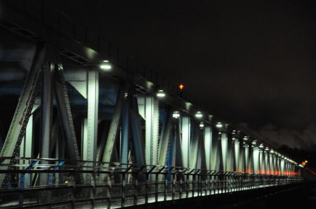 Rautasilta yöllä/ The bridge at night